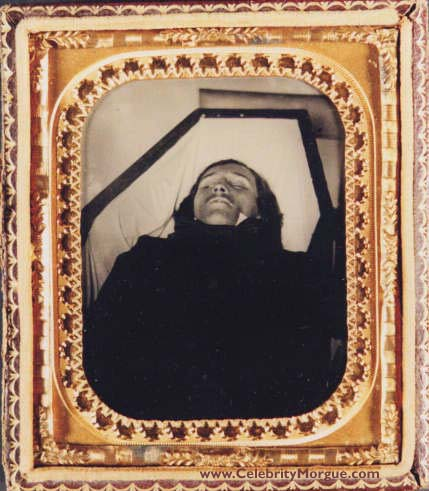 mr edgar allen poe on his death in his coffin a great loss to the world of literature